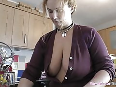 Beamy boobs MILF in the same manner downblouse loveliness